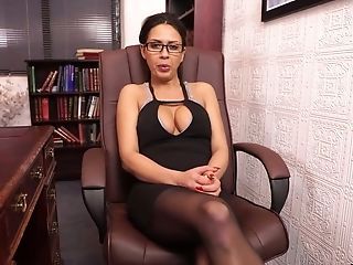 Hypnotizing Big Jugged Torrid Mummy In Glasses Gonna Go Solo And Pet Her Twat