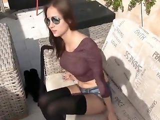 Horny 18yo Stunner Wird Auf Der Terrasse Gefickt
