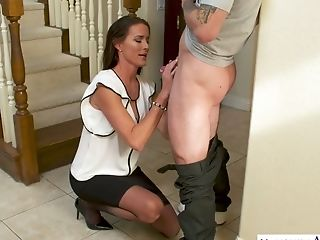 Fabulous Milfie Housewife Sofie Marie Welcomes Neighbor With Awesome Bj