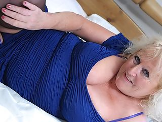 Big Matures Bitch Squirting Her Sofa Under