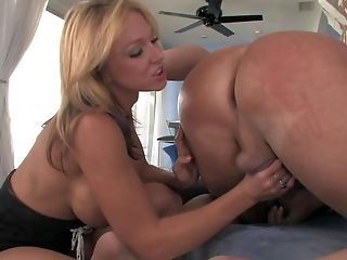 Hot Blooded Blonde Nikki Sexx Has Nice Faux Spear Inbetween