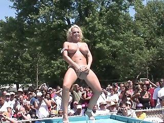 Fully Naked Hot Buxom Lady Dances Fully Naked On Public