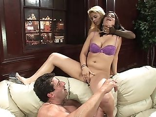 Gonzo Pissing Orgy With Starla Sterling And Her Ladies On One Boy