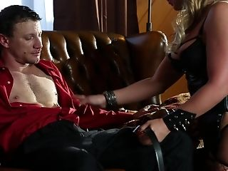 Perverted Blonde In Fishnets Phoenix Marie Gets Her Cunt Plowed