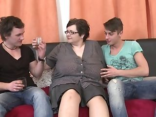 Two Lucky Guys Get To Fuck Bbw Felicia W. At The Same Time